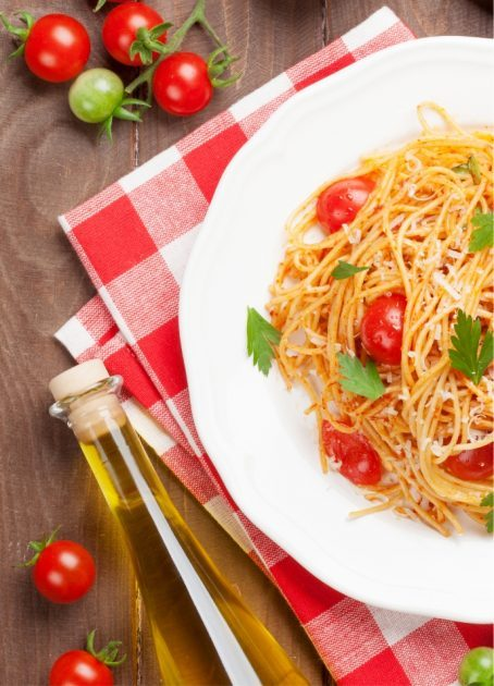 spaghetti-pasta-with-tomatoes-and-parsley-PD3JBZP-nx9e9qose8uwjjau2y5xwi910mp58tdz2e95i3oqak